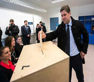 human rights observers Iceland voters reject austerity policy european crisis 1