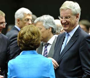 human rights observers - Amid disunity, eu announces lifting of Syrian arms embargo eu crisis1