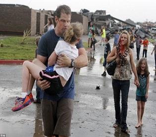 human rights observers - Deadly tornado torn through Oklahoma City suburb killing dozens intl. news 1