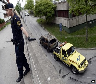 human rights observers - Riots spread to more suburbs of Stockholm eu crisis 1