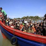 Rohingya Muslims sinks off Myanmar coast as storm nears