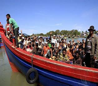 human rights observers Rohingya Muslims sinks off Myanmar coast as storm nears intl. news 1
