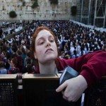 Israeli police protects women praying at Jewish site