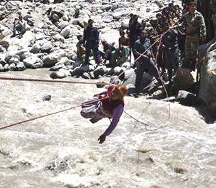 human rights observers - Bad weather halts rescue operations, says indian army intl. news1