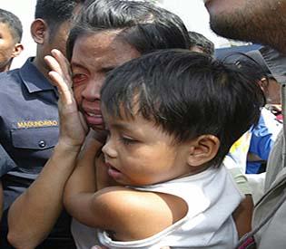 Sunken ferry survivors arrive in Zamboanga City port