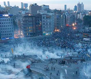 human rights observers - Riot police drive protesters out of Taksim Square eu crisis1