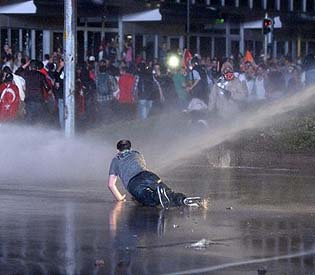 human rights observers -Tear gas returns to Turkey as PM rules out early elections eu news1