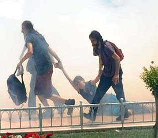 human rights observers - Turkish riot police, protesters clash over park demolition eu news1