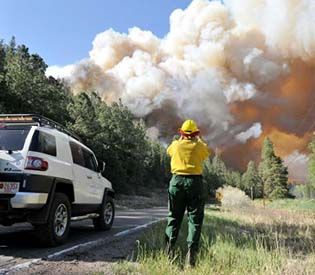 human rights observers - thousands evacuated as crews fight calif. wildfire intl. news