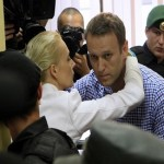 Prosecutors ask to free Russian opposition leader