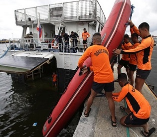 hromedia Divers search Philippine ferry for 213 missing intl. news1