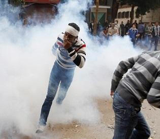 hromedia egypt Tear gas kills 36 in prison truck arab uprising1