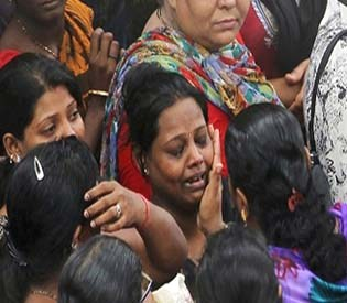 hromedia - Death toll climbs to 25 in India building collapse