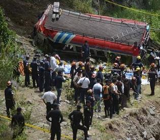 hromedia Guatemala bus crash leaves 43 dead, dozens injured intl. news2