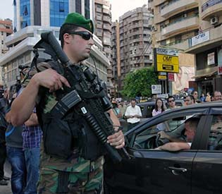 hromedia - Lebanese troops deploy in Hezbollah stronghold