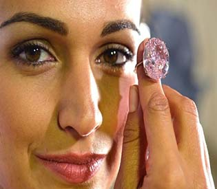 hromedia - Pink diamond expected to fetch over $60 million