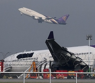 hromedia Thai Airways skids off runway, 14 passengers injured intl. news2