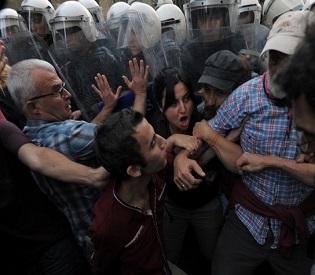 hromedia Turkish protests take on a more sectarian air eu crisis2