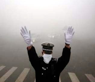 a police man - Dangerous pollution levels blight Chinese city