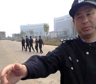 hromedia - 3 members of Chinese advocacy group stand trial