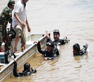 hromedia -Bodies recovered in Mekong after Laos plane crash