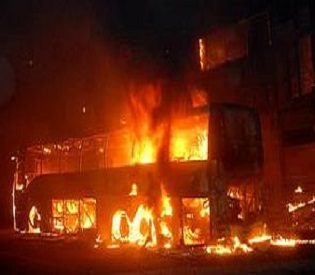 hromedia Bus fire in southern India leaves 40 dead intl. news1