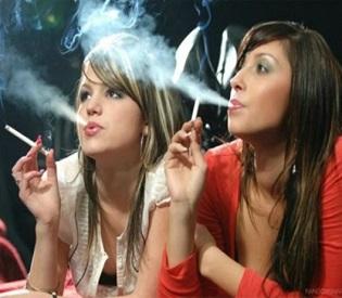hromedia EU Parliament approves tough tobacco rules eu crisis2