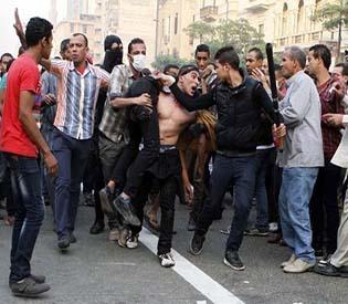 hromedia - Egypt in turmoil as street clashes leave 51 dead