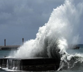 India rushes mass evacuations as super cyclone Phailin nears