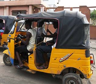 hromedia - Nigerian Islamic cop to cabbies, No indecent dress