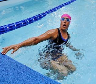 hromedia - Record breaker Nyad attempts 48-hour swim in NYC