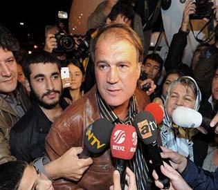 hromedia - Turk, Lebanese hostages free after Syrian war deal