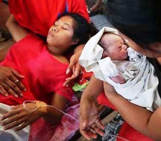 hromedia - Amid typhoon havoc, miracle baby brings cheer in Philippines
