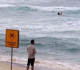 hromedia - Australian surf deadlier than bushfires, sharks