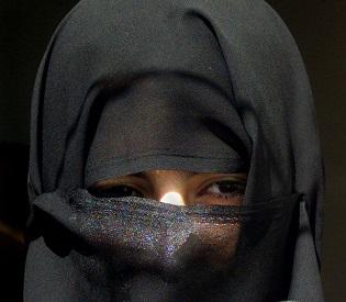 hromedia Eloped Saudi woman granted asylum in Yemen arab uprising2