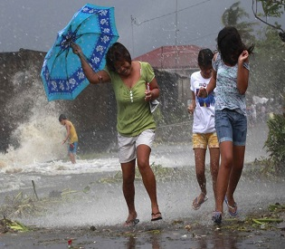 hromedia Monster Typhoon Haiyan batters Philippines with winds of 195mph intl. news2