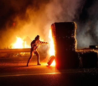 hromedia Over 2000 trucks block French highways in protest eu crisis2