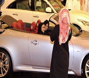hromedia Saudi men quietly help campaign for women to drive womens rights2