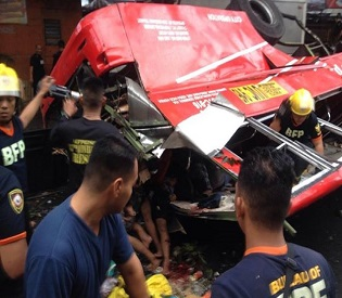 hromedia At least 22 dead as bus plunges off Philippine highway intl. news2