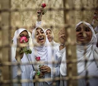 hromedia - Egypt court cuts sentences on Islamist women