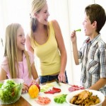 Small rewards encourage children to eat fruit and veg