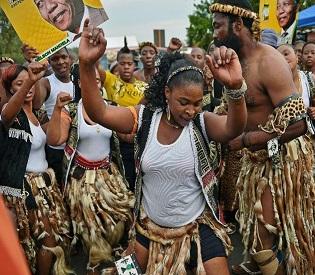 hromedia South Africa unites in prayer, song for Nelson Mandela intl. news2