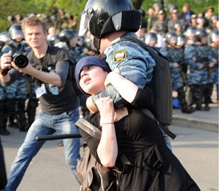 hromedia US Lawmakers Warn of Sanctions if Ukraine Violence Worsens eu crisis2