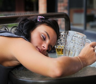 hromedia CDC 38 Million Americans Drink Too Much Alcohol intl. news6