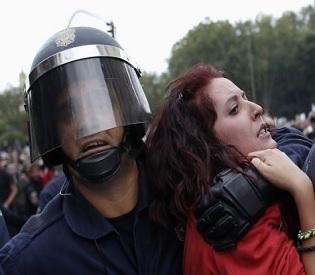 hromedia Spanish riots leave 11 police injured; 40 arrested eu news2