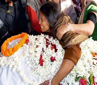 hromedia india Kolkata teen was gang-raped twice then set on fire intl. news2
