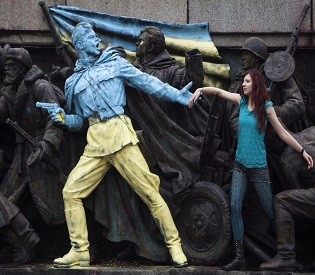 Untitled Ukraine sets European course in wake of Yanukovich ouster eu news2