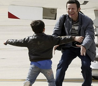 hromedia 2 Spanish journalists arrive home after 6 months captivity in Syria arab uprising2