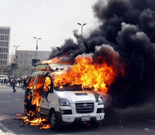 hromedia Cairo Egypt protesters attack on the media gives little cause for hope arab uprising2