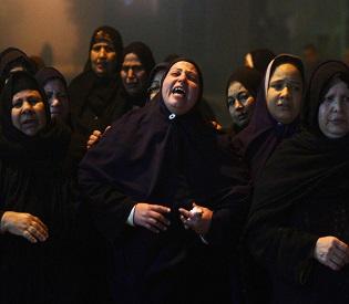 hromedia Egypt Relatives mourn death of 22 year-old journalist Mayada Ashraf arab uprising2